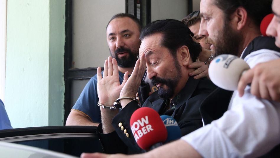 Oktar bei seiner Verhaftung im Jahre 2018
