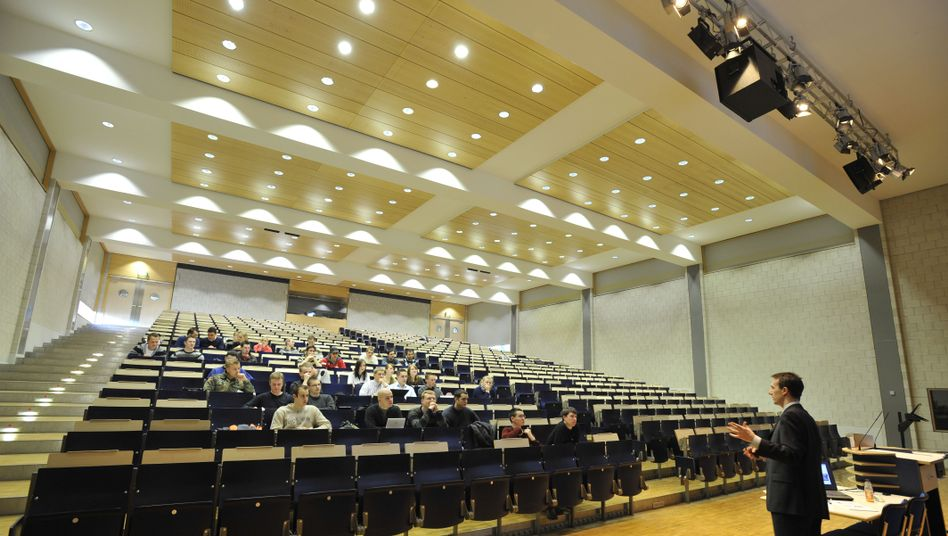 Hörsaal der Münchner Bundeswehr-Uni: Ultrakonservative Thesen in Hochschulzeitschrift