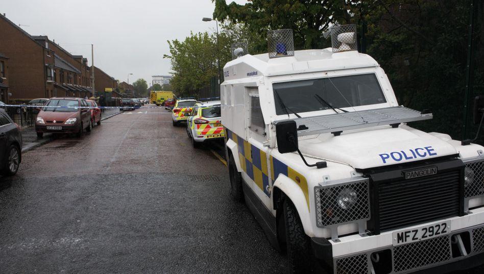Polzeiabsperrung in Belfast: IRA-Mann offenbar auf offener Straße erschossen