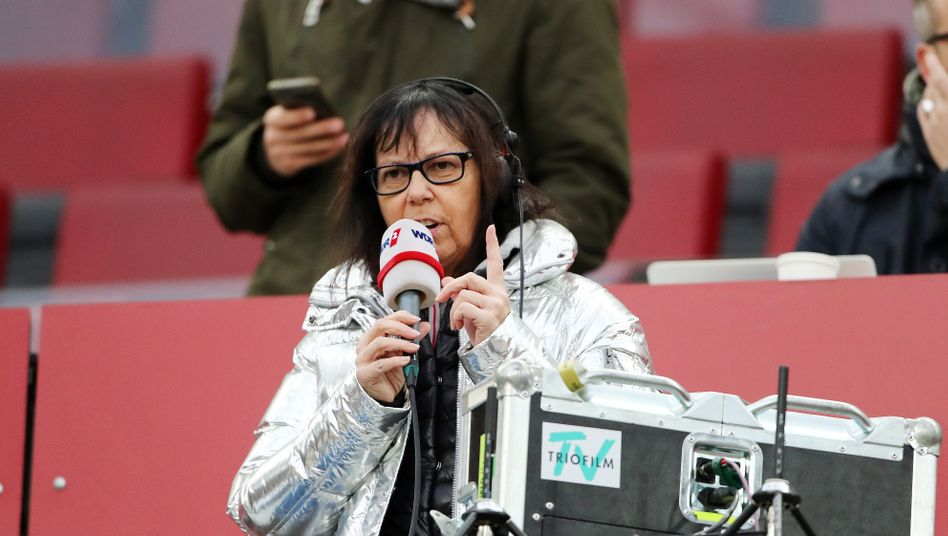 Sabine Töpperwien2019 im Stadion des 1. FC Köln