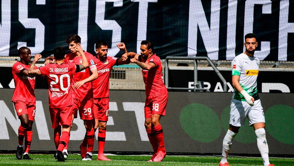 Leverkusener Jubel nach dem 1:0 in Mönchengladbach
