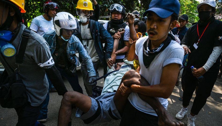 Demonstranten in Myanmar
