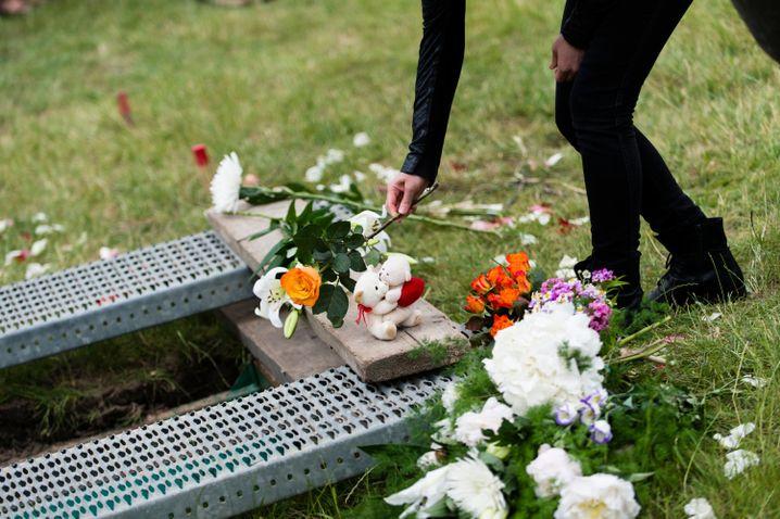 Beerdigung einer Syrerin in Berlin: Aktion des Zentrums für politische Schönheit