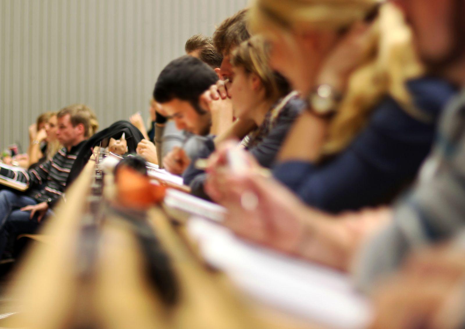 Studenten / Uni / Vorlesung