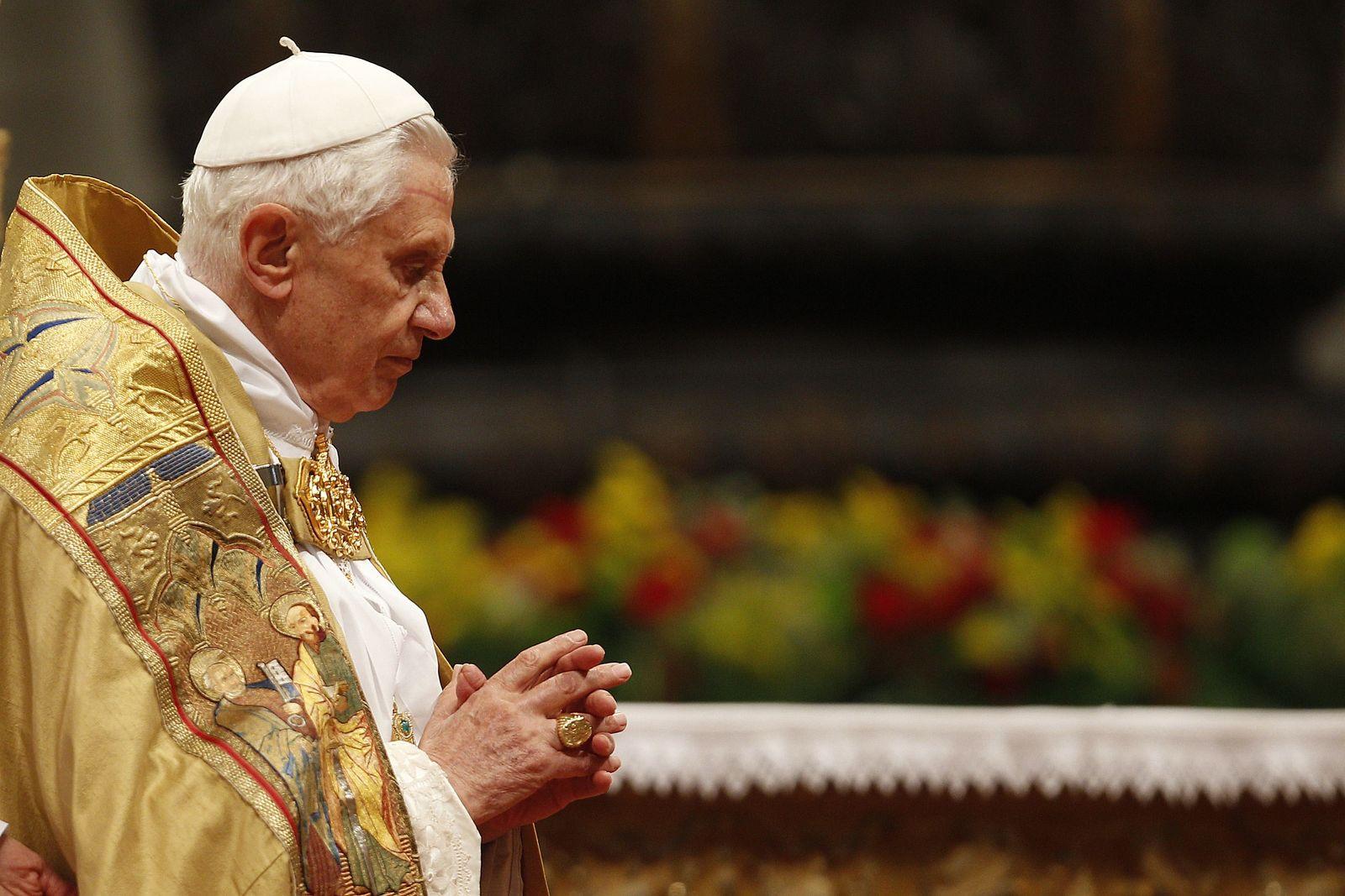 Papst seitlich