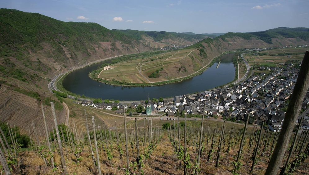 Photo Gallery: The Planned Bridge over the Moselle River