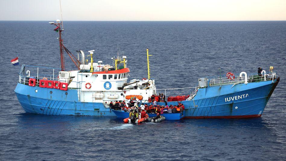 """Die """"Iuventa"""" von Jugend rettet nimmt im Juni Migranten auf"""