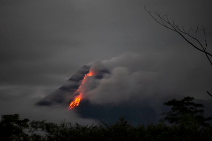 Brodelnder Vulkan: der Merapi am 26. Januar