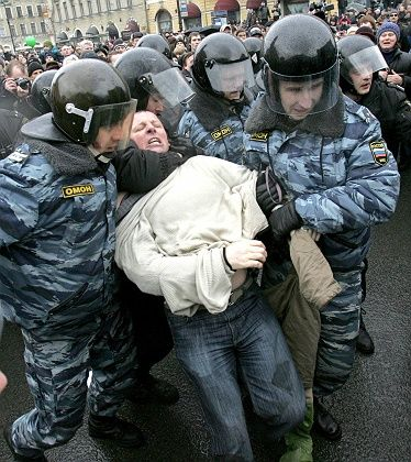 """Police deployment against Putin's political opposition in St. Petersburg: """"Let us not be hypocrites as far as democratic freedoms and human rights."""""""