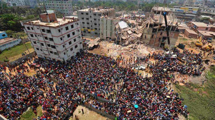 Bangladesch: Massenproteste nach Fabrikeinsturz