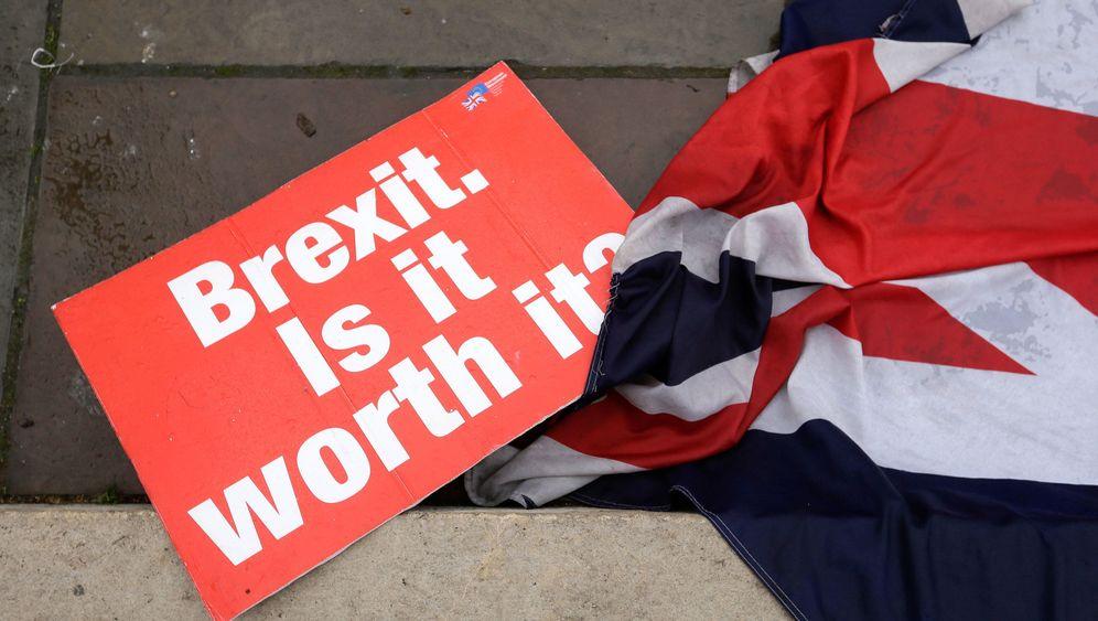 Photo Gallery: Britain Speeds Ahead toward Brexit Chaos