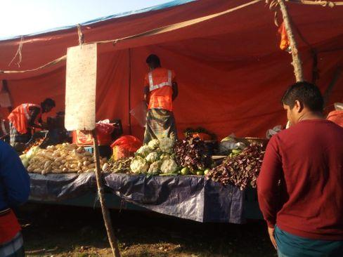 Foyez erzählt, dass jede Familie bei ihrer Ankunft Essensrationen erhalten hat
