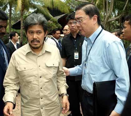Ong-Bruder Keng Yong (r., mit Prinz Mohamed Bolkiah von Brunei): Langjähriger Pressesprecher des Singapurer Premiers