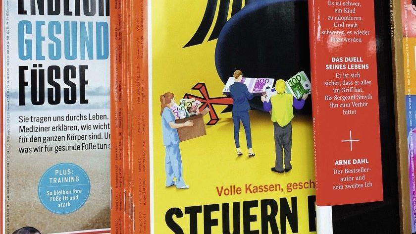 Schild an einem Zeitschriftenregal eines Rewe-Supermarkts in Hannover