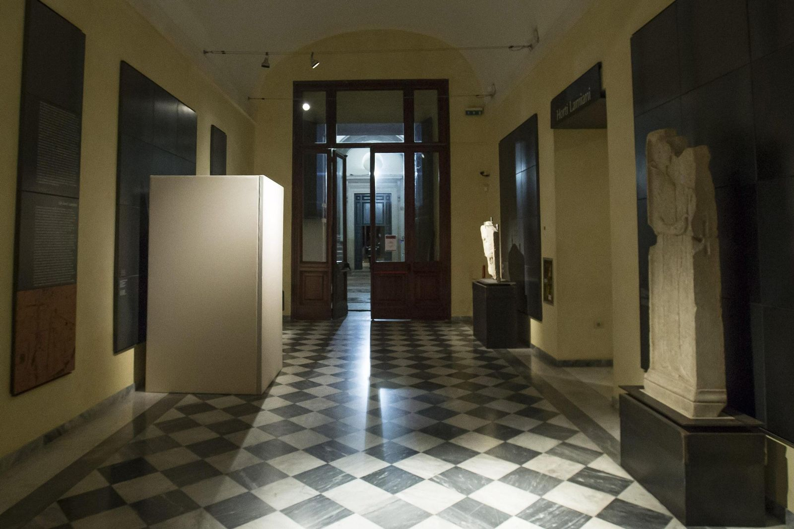 Rom - Nacktstatuen verhüllt