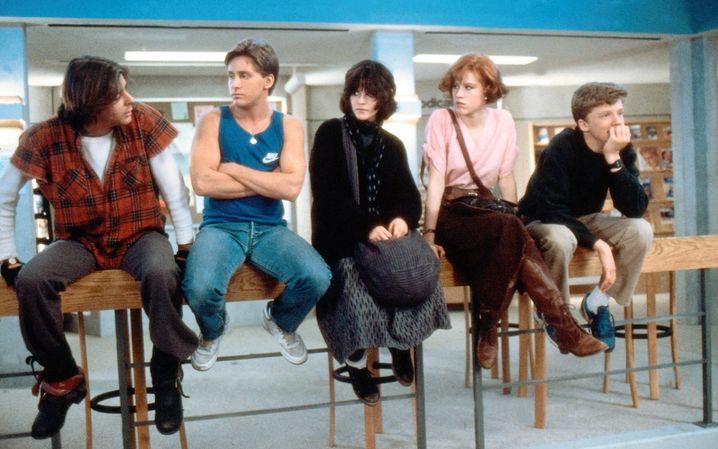 """Judd Nelson, Emilio Estevez, Ally Sheedy, Molly Ringwald, Anthony Michael in """"Breakfast Club"""": Acht Stunden Nachsitzen am hellichten Samstag"""