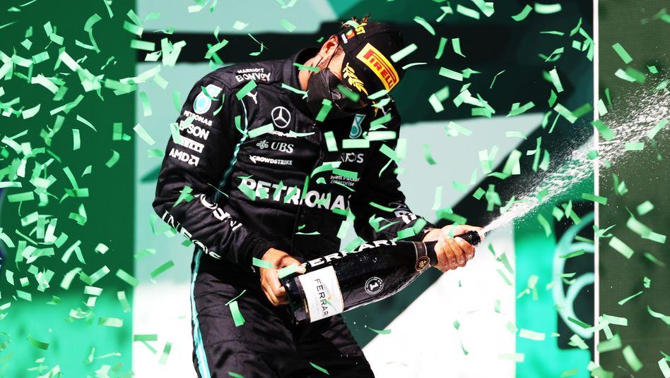 Mal wieder auf dem Siegerpodest: Lewis Hamilton in Portugal