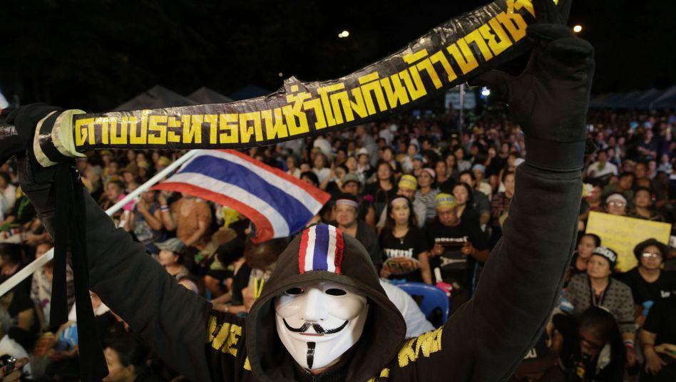 Regierungsgegner in Bangkok: Amnestiegesetz ist verabschiedet