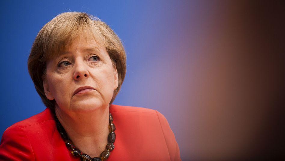 Kanzlerin Merkel: Die CDU-Chefin wandert, die Kritiker meckern