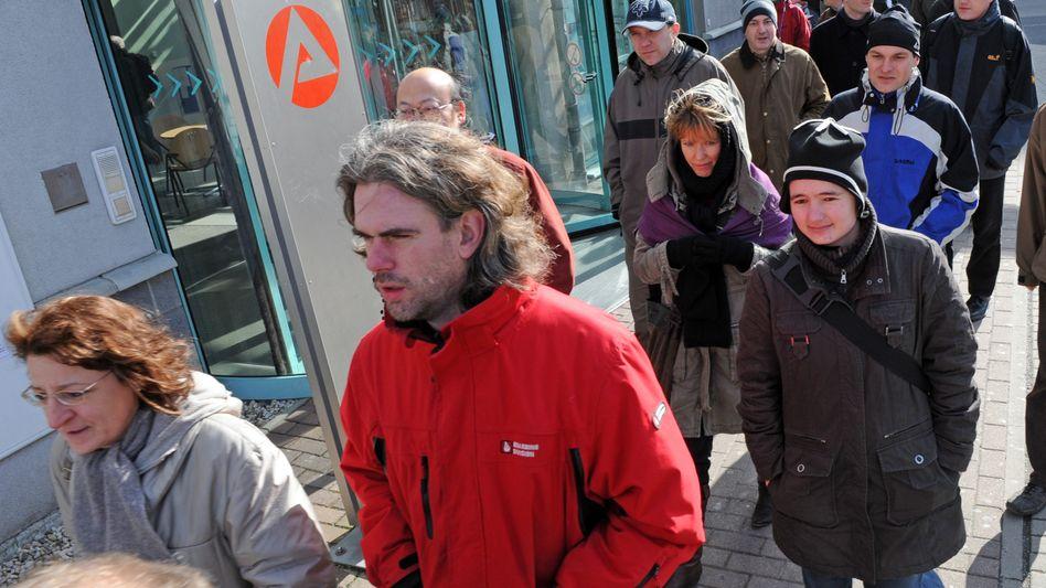Arbeitsagentur in Dresden: Langzeitarbeitslose sind die großen Verlierer der Krise