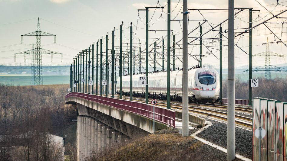 Zug zum Flug: Bahn und Lufthansa wollen stärker zusammenarbeiten und Hamburg, München und Berlin besser an den Frankfurter Flughafen anbinden