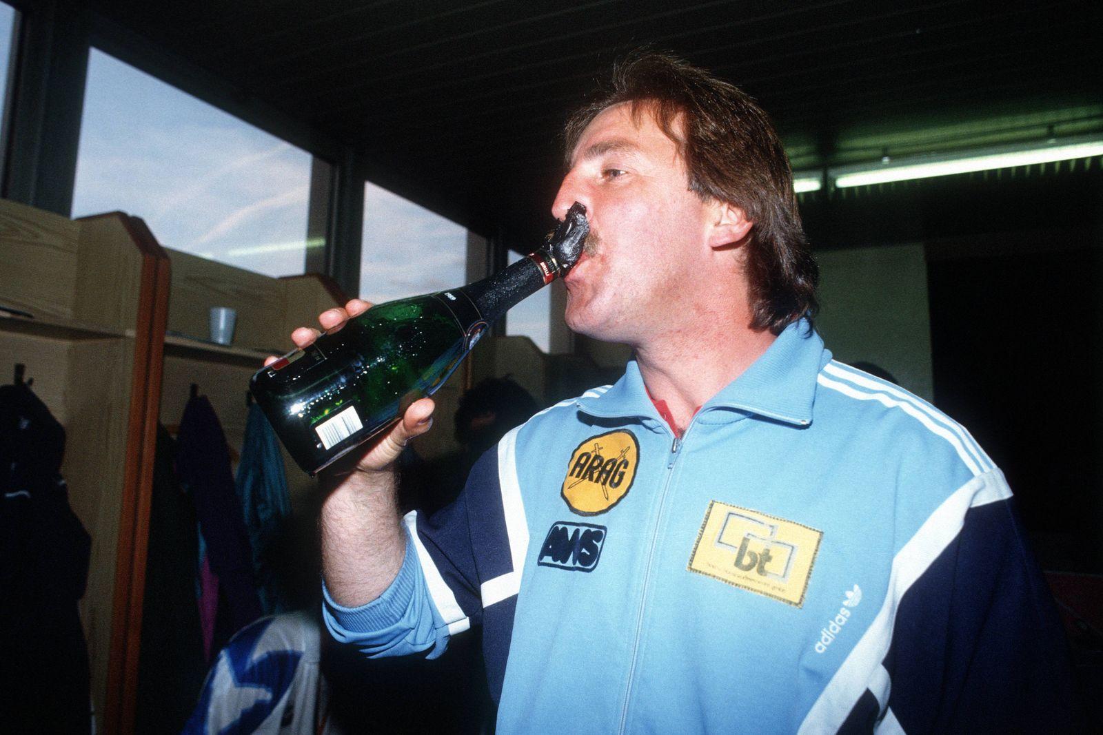 Der FC Hansa Rostock gewinnt den NOFV Pokal 1990 1991 die letzte Ausgabe des DDR FDGB Pokals Train