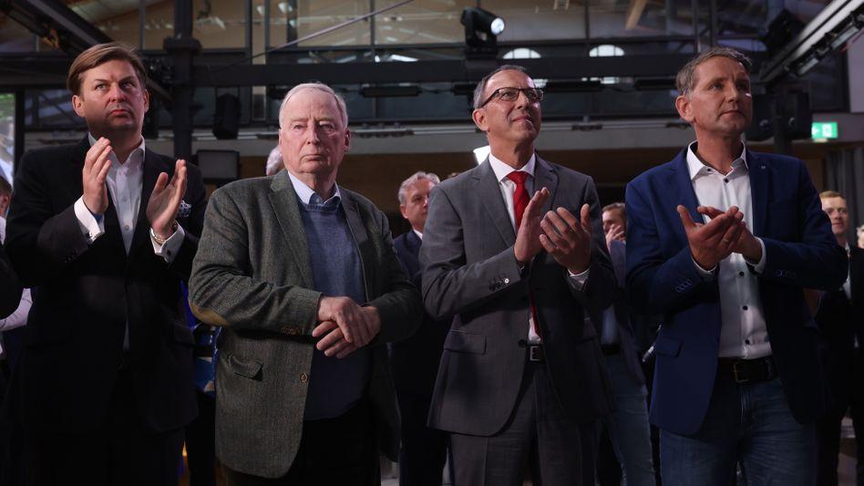 AfD-Wahlparty in Magdeburg am 6. Juni 2021 mit Alexander Gauland (2.v.l.) mit Jörg Urban und Björn Höcke