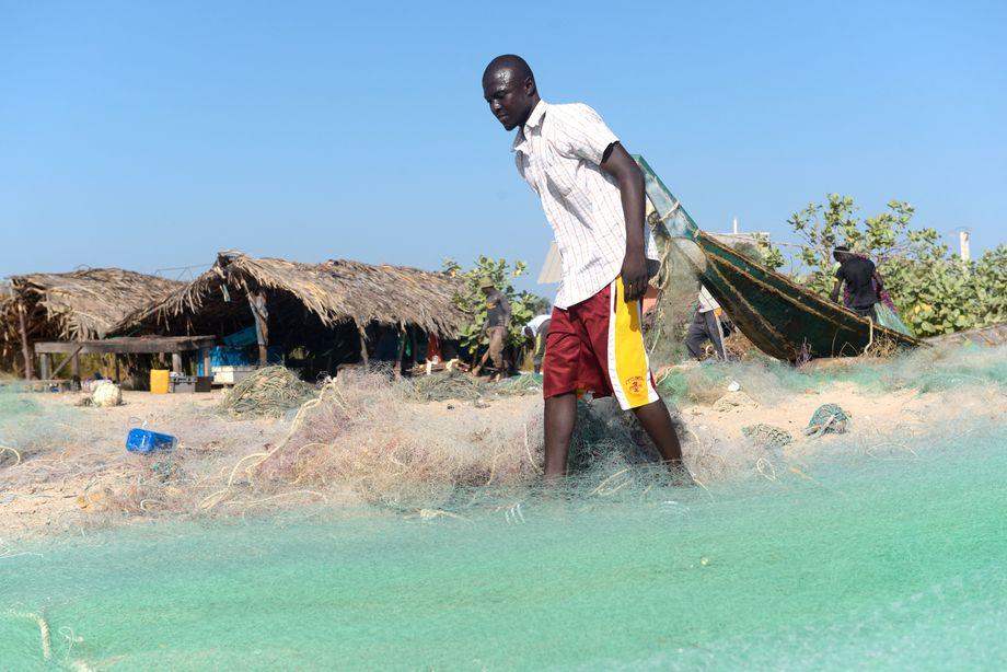 Ansu Sanyang ist ein lokaler Fischer in Gambia: Weil er wenig Arbeit hatte und kaum etwas für seine Familie verdienen konnte, wollte der junge Mann versuchen, über Libyen in Richtung Europa zu migrieren – so wie viele Gambier (Archivbild)
