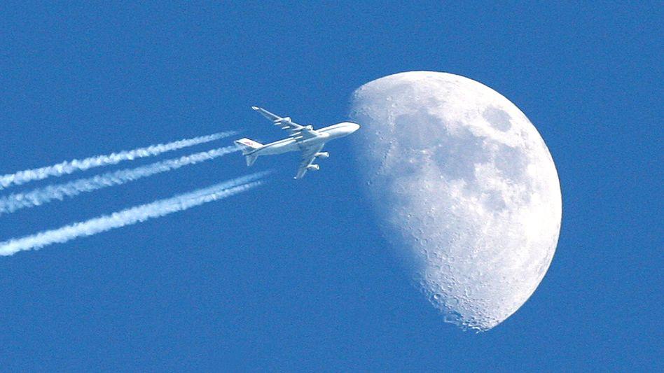 Jumbojet am Himmel: Ziel des Emissionshandel ist der Klimaschutz