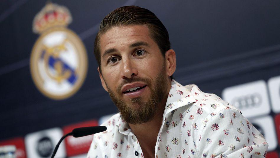 Sergio Ramos schwor Real auf einer Pressekonferenz die Treue