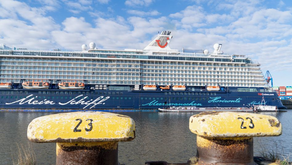 »Mein Schiff« im Hamburger Hafen (Archivbild): Hoffen auf den Neustart des Geschäfts