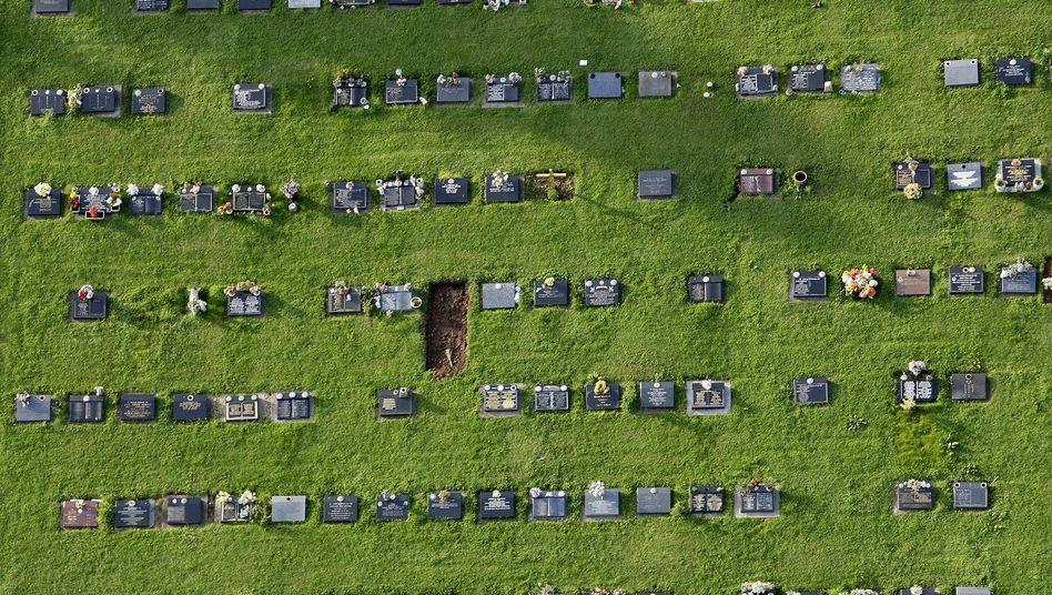 Friedhof in England: Woran versterben über Hundertjährige?