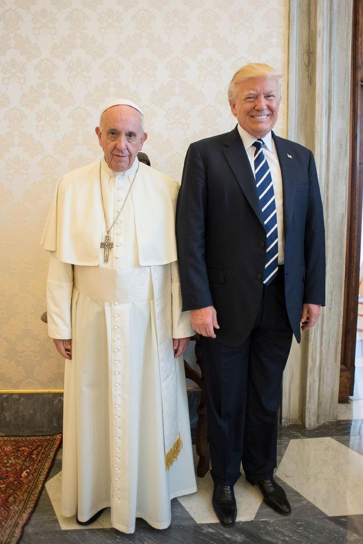 Reisender Trump mit Papst Franziskus im Vatikan