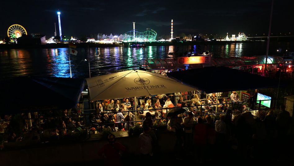 Public Viewing am Düsseldorfer Rheinufer: Quote von mehr als 86 Prozent