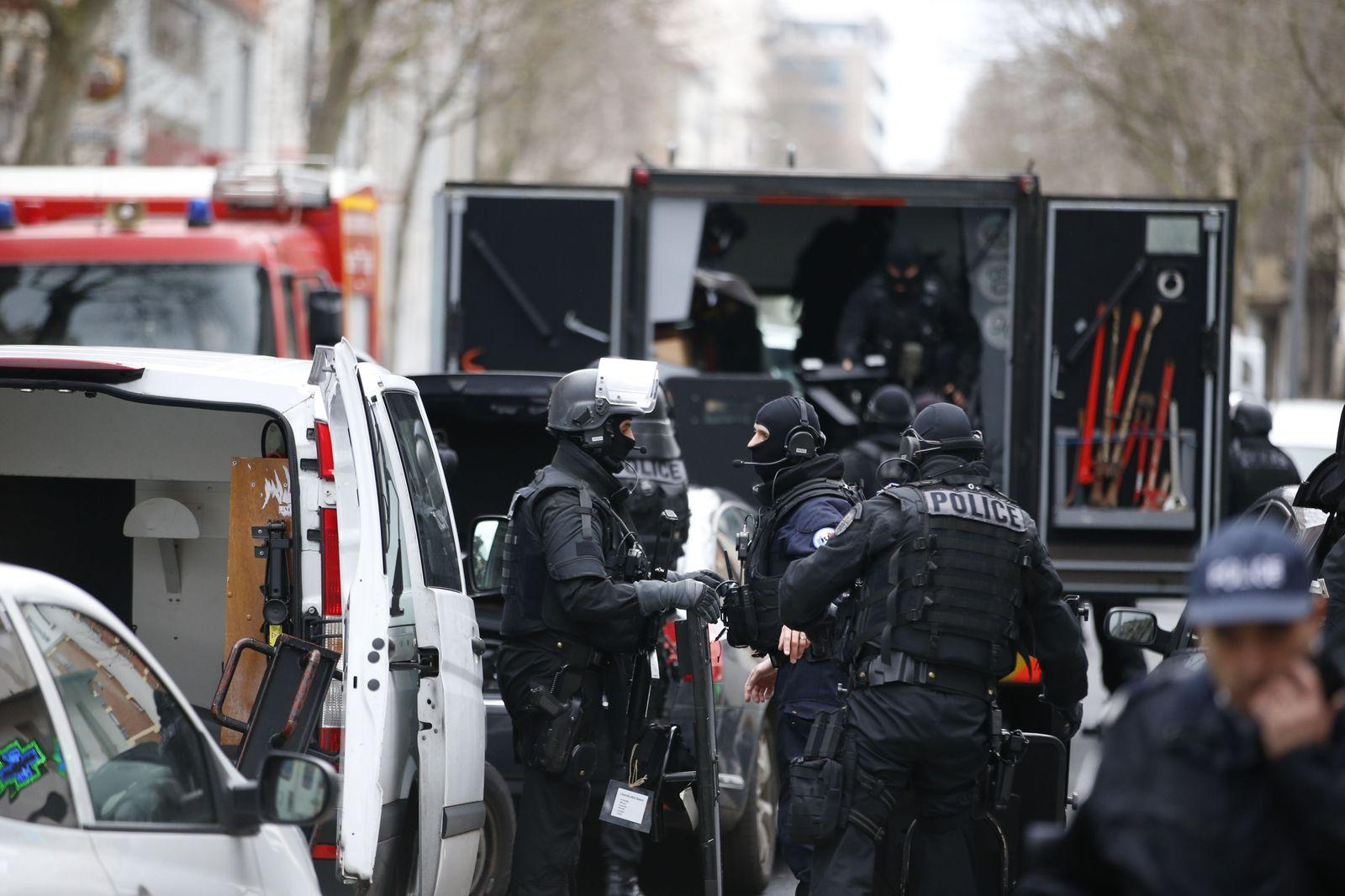 Paris Schüsse auf Polizistin