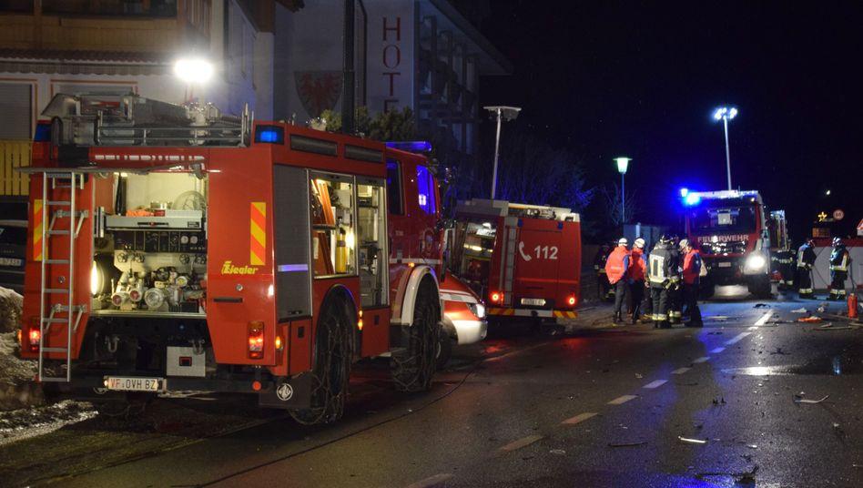 Einsatzkräfte am Unglücksort in Luttach: Sechs Tote, elf Verletzte