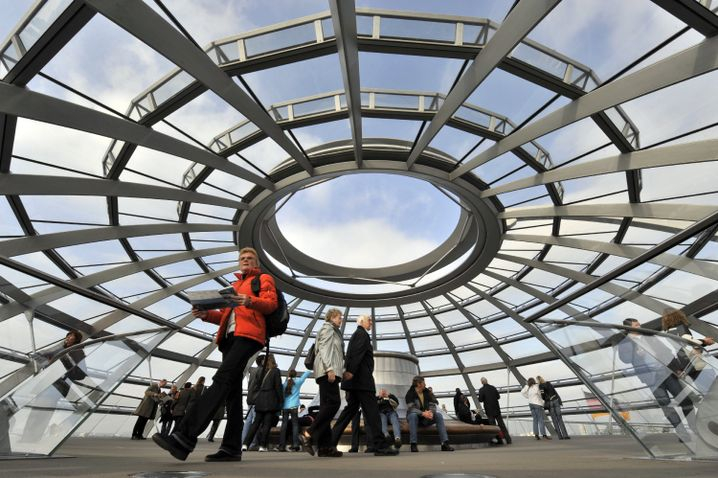 Reichstag in Berlin: Putzunternehmen beschäftigt Billigarbeiter