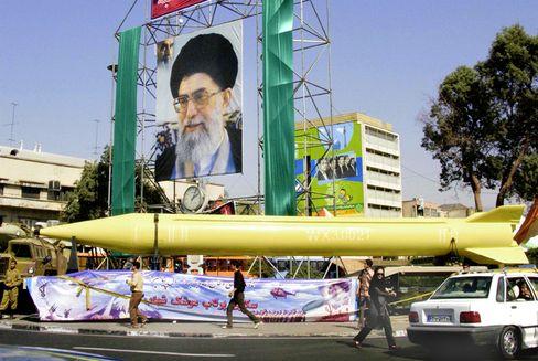 Militärparade in Teheran: Iranische Warnung an die USA