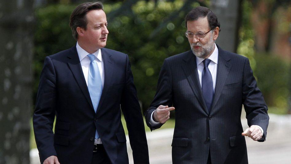 Premier Cameron (links, mit Spaniens Regierungschef Rajoy): Europareise verkürzt