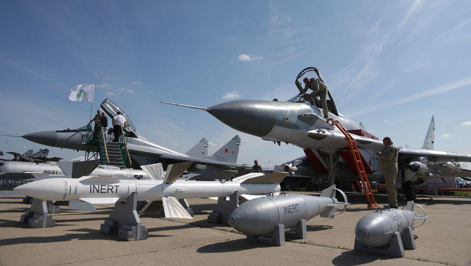"""Russische Kampfjets: """"Schickt sie nach Weißrussland"""""""