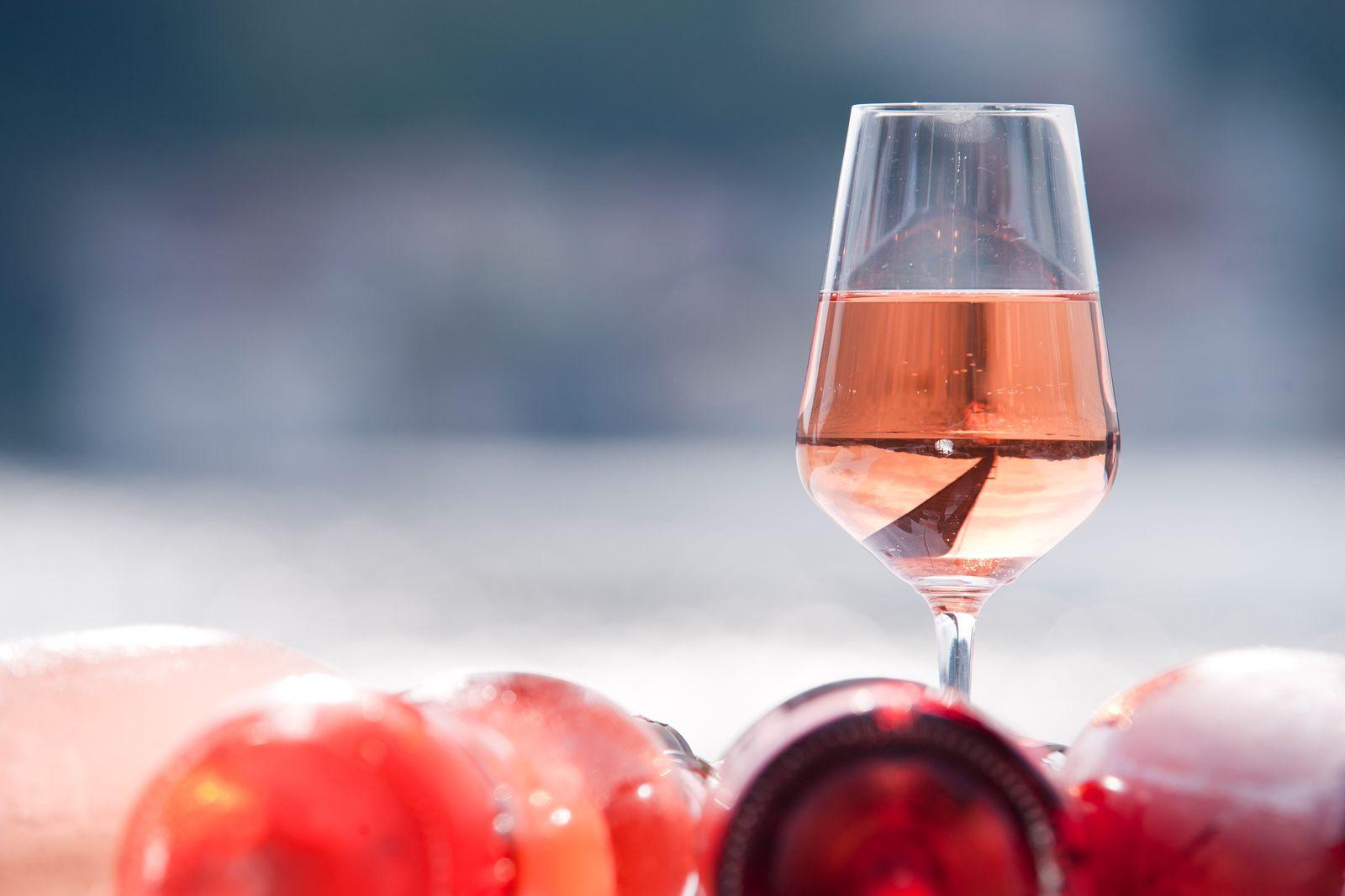 EINMALIGE VERWENDUNG Rose Wein