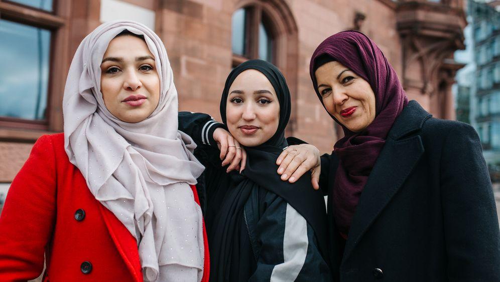 """Muslimische Frauen über Mode: """"Viele Menschen denken, dass eine Frau durch das Kopftuch entwürdigt und unterdrückt wird"""""""