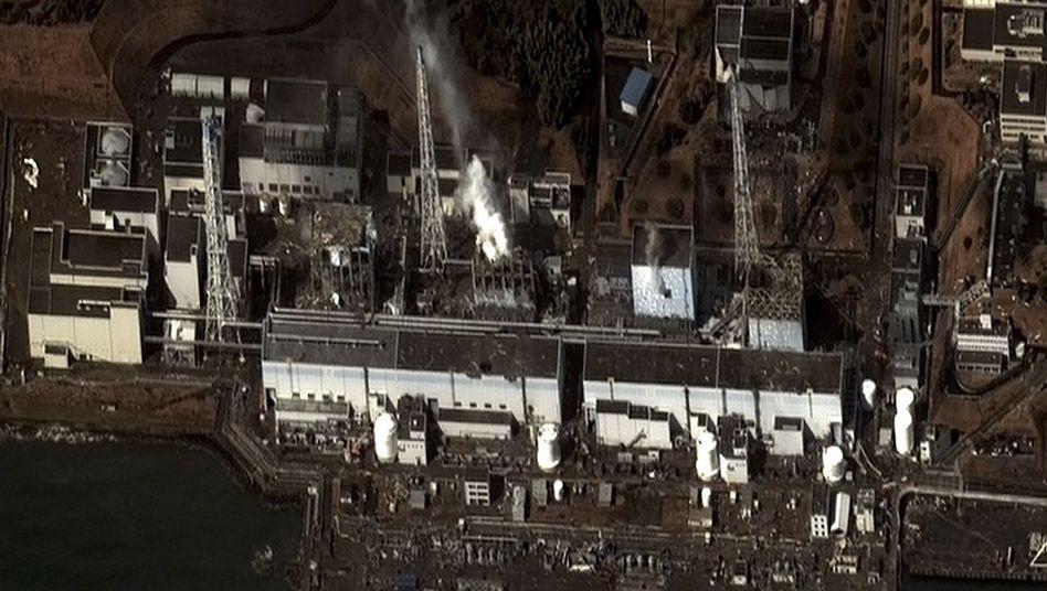 Zerstörte Reaktoren des Atomkraftwerks in Fukushima: Kein Wasser mehr in Reaktor 4?