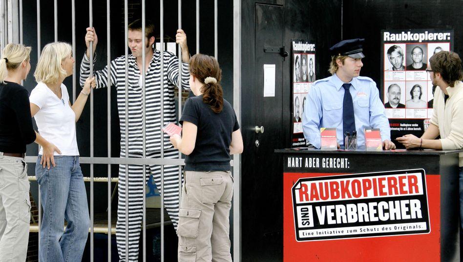 Aktion gegen Raubkopierer (2006 in Leipzig): Filesharer sollen bestraft werden