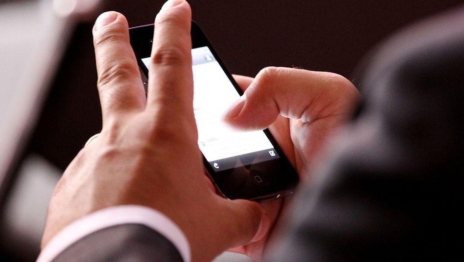 Zwei Drittel aller Angestellten checken ihre Dienstmails auch nach Feierabend