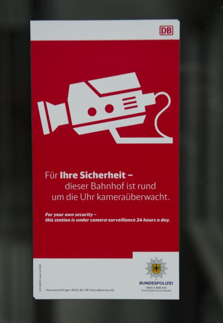 Hinweisschild am Bahnhof Südkreuz