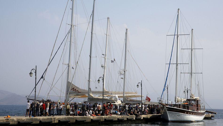 Flüchtlinge aus Syrien auf der griechischen Insel Kos (Foto aus dem August 2015): Überfahrt auf türkischem Segelschiff