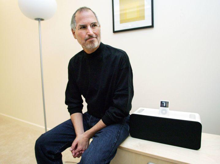 Steve Jobs mit dem iPod Hi-Fi