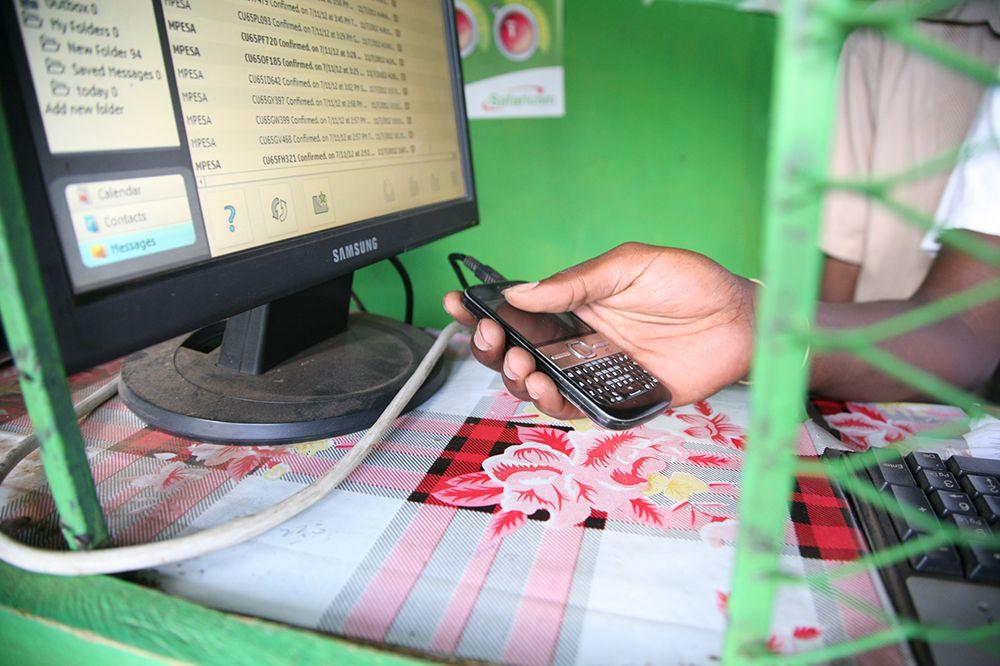 EINMALIGE VERWENDUNG M-Pesa Kenia Dennis Nyariaro