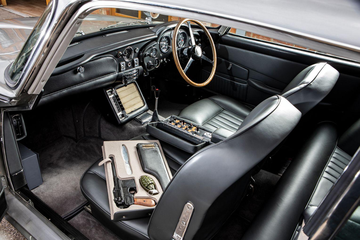 James Bond Aston Martin Db5 Für Sechs Millionen Us Dollar Versteigert Der Spiegel